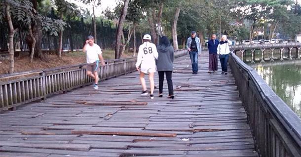 ကန္ေတာ္ႀကီးအတြင္းရွိ ကြၽန္းကူးသစ္သား တံတား ကုိ က်ပ္သိန္း ၅၄ဝဝ ေက်ာ္အကုန္ခံ၍ ျပဳျပင္မည္