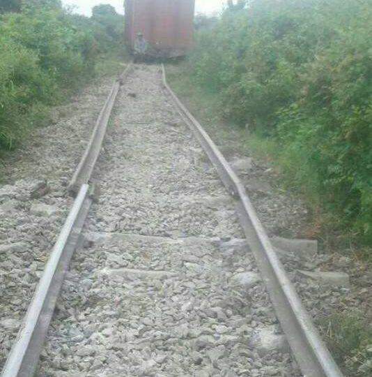 မႏၱေလး-ျမစ္ၾကီးနားလမ္းပိုင္း ကုန္ရထားဘီးေခ်ာ္မႈေၾကာင့္ အျမန္ရထားခရီးသည္မ်ားကို ရထားခ်င္းလႊဲေျပာင္းေပးေနရ