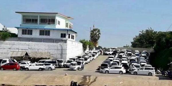 မဲေဆာက္ရွိ ဂ်ပန္တစ္ပတ္ရစ္ ကားဝင္း ပိတ္သိမ္းရန္ (၅)ရက္ အလိုတြင္ ျမဝတီဖက္ျခမ္းသို႔ လိုင္စင္မဲ့ ကားမ်ား အလံုးအရင္း ဝင္ေရာက္လာ