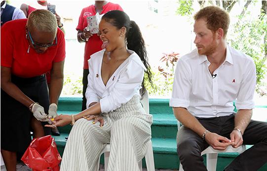 မင္းသား Harry နဲ႔အတူ HIV ရွိမရွိ  ေသြးအစစ္ေဆးခံခဲ့တဲ့ Rihanna