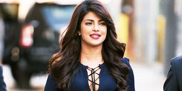 အမ်ိဳးသမီးေန႔မွာ ပရိသတ္ေတြကုိ အားေပး စကား ေျပာခဲ့တဲ့ Priyanka Chopra