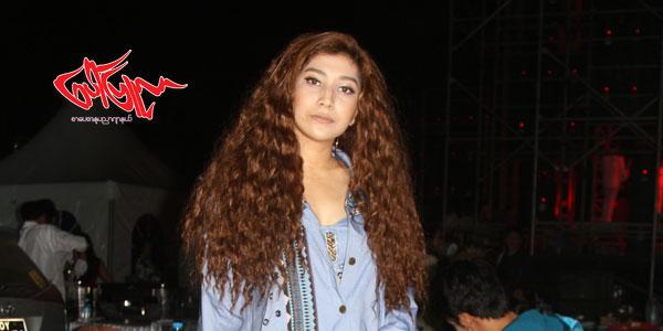 မိန္းကေလးခ်င္းခ်စ္တာကို Supporting လုပ္ေပးခဲ႔တဲ႔ Sophia Everest