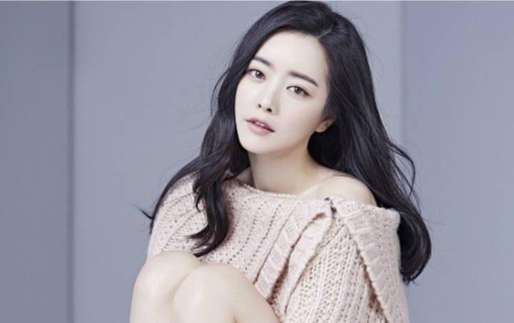 Dream Tea Entertainment နဲ႔ စာခ်ဳပ္အသစ္ခ်ဳပ္ဆိုလိုက္တဲ့ Hong Soo Ah