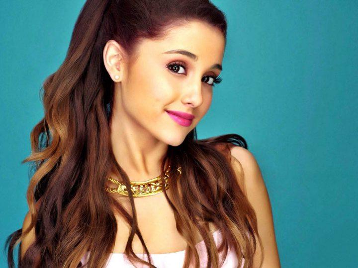 မန္ခ်က္စတာ ပရိသတ္ေတြအတြက္ သီခ်င္း သီဆိုလုိက္တဲ့ Ariana Grande