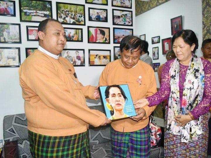 """ႏိုင္ငံေတာ္၏အတိုင္ပင္ခံပုဂၢိဳလ္ ေဒၚေအာင္ဆန္းစုၾကည္ရဲ႕ ၇၃ ႏွစ္ျပည့္ေမြးေန႔  အထိမ္းအမွတ္ """"Aung San Suu Kyi's Corner"""" ဖြင့္လွစ္"""