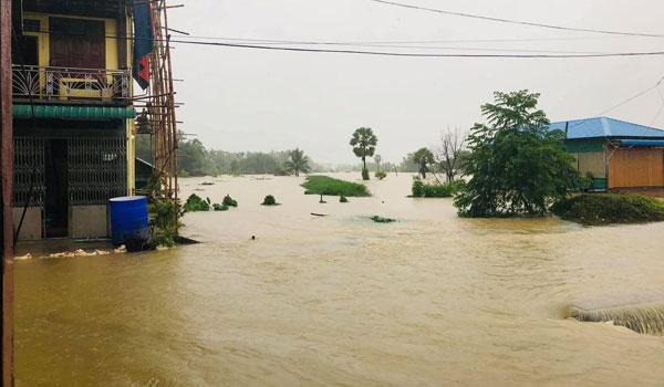 ထားဝယ်-မြိတ်ကားလမ်းမကြီးအနီး ရေကြီးရေလျှံ၍ လမ်းများပိတ်ဆို့