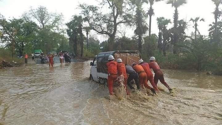 ရေစကြိုတွင် မိုးသန်းထည်သန်စွာရွာခဲ့၍ ပခုက္ကူ-မန္တလေး ကားလမ်းမ ရေကျော်နေပြီဖြစ်