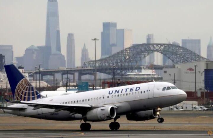 ကိုဗစ်ကာကွယ်ဆေးထိုးရန် ငြင်းဆန်သူ ဝန်ထမ်း ခြောက်ရာနီးပါးကို United Airlines တာဝန်မှရပ်စဲမည်