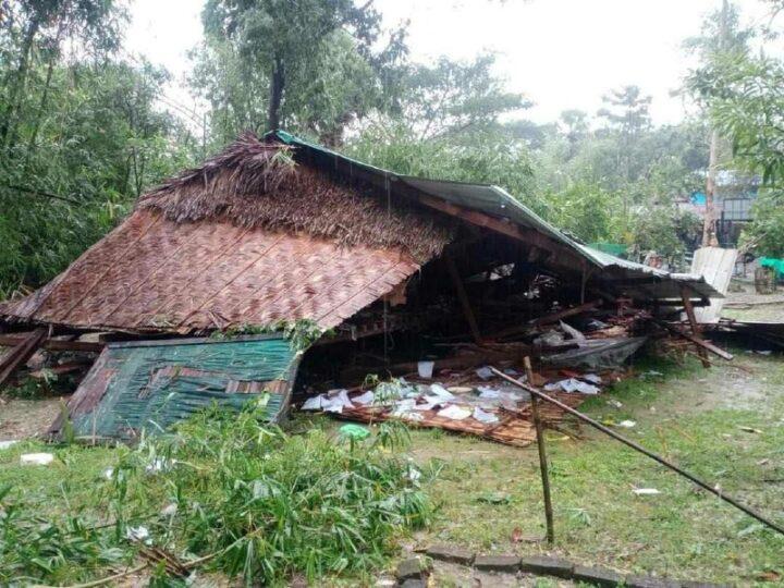 ကျောင်းကုန်းမြို့နယ်မှာ မိုးသည်းထန်စွာ ရွာသွန်းပြီး လေပြင်း တိုက်ခတ်တာကြောင့် အဆောက်အအုံ အချို့ပျက်စီး